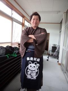 07.イケメンけんちゃん 朝から準備でも活躍 縦撮りで.JPG