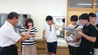 15.メモリアルルームで懐かしいアルバム.JPG