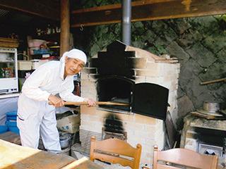 天辺 お父さんの手作りピザ窯340x255.jpg